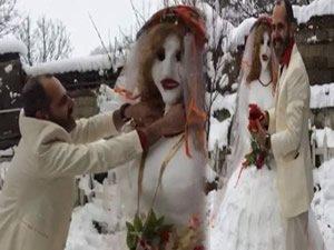 Kardan gelinle dünyaevine girdi!