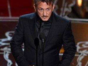 Sean Penn'den tatsız şaka