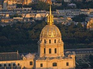 Paris'te insansız hava aracı paniği