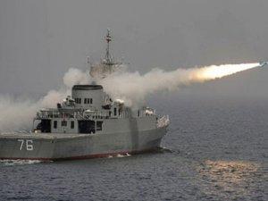 İran, maket Amerikan uçak gemisini batırdı