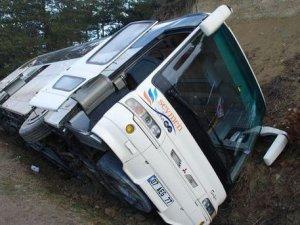 Bolu'da yolcu otobüsü devrildi