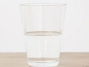 Sanat galerisinde yarım bardak suya 20 bin avro
