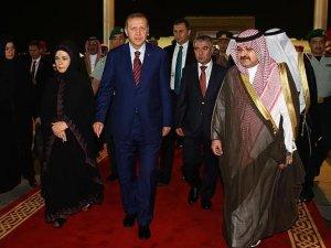 Cumhurbaşkanı Erdoğan koruma ordusuyla Umre'ye gitti