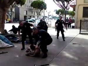 ABD'de bir polis cinayeti daha: Evsiz adam öldürüldü
