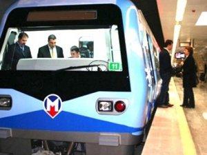 İstanbul Metrosu'nda arıza, seferler durduruldu