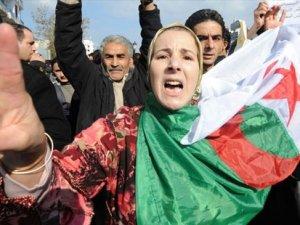 Cezayir'de İslamcıların karşı çıktığı kadına şiddet yasası kabul edildi