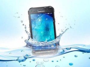 Samsung'tan taş gibi telefon