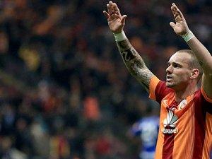 """Sneijder: """"Fenerbahçe'yi gollerimle yıktım!"""""""
