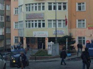 Okmeydanı'nda iki sivil polisi kaçırmak istediler