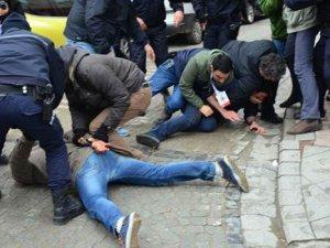 Erdoğan'ı protesto eden 8 TKP'li göz altına alındı