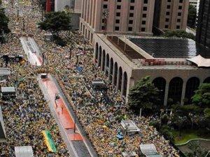 Yolsuzluk için 1 milyon kişi sokağa indi