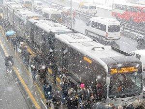İstanbul güne karla başladı
