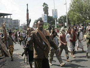 Yemen'de kriz: Savaş uçakları Cumhurbaşkanlığı Sarayı'nı bombaladı