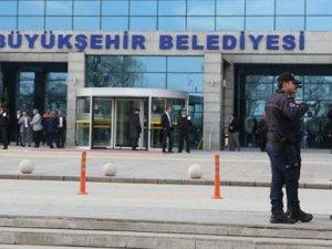 Ankara Belediyesi'nin önüne TOMA çekildi