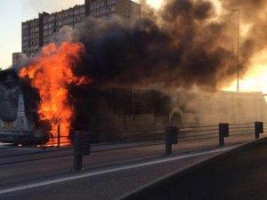 Şirinevler'de metrobüs yandı