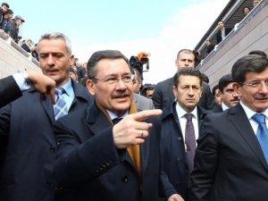 Başbakan Davutoğlu Melih Gökçek ile görüştü