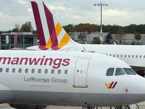 Fransa'da düşen uçakta kaç Türk yolcu vardı?