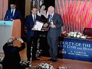 Socrates Onur Ödülü bu yıl Kaptan Muhsin Emirsoy'a verildi