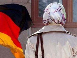Almanya'dan flaş başörtüsü kararı