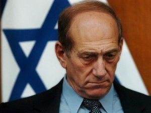 Eski İsrail başbakanı rüşvetten hüküm giydi