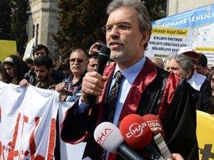 İstanbul Üniversitesi'nde Mahmut Ak tepkisi