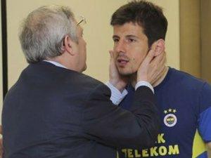 1 yıl daha Fenerbahçe'de!