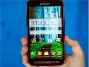 Bazı Samsung Galaxy S5 Sport modelleri Lollipop'u almaya başladı