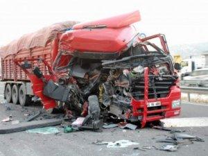 Bartın'da otomobil tır'a arkadan çarptı: 1 ölü, 1 yaralı