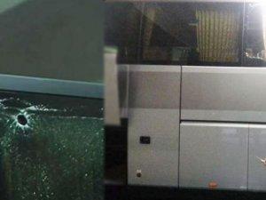 PSG takımını taşıyan otobüs taşlandı