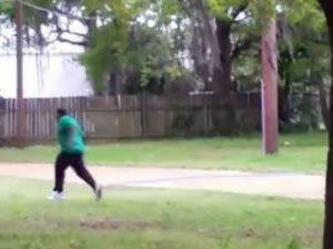 ABD polisi yine silahsız olan bir siyahı vurdu