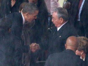 Obama ile Castro Amerika Zirvesi'nde el sıkıştı