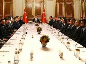 Ak Saray'da kaptanlarla toplantı