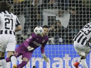 Juventus Monaco'yu tek golle geçti