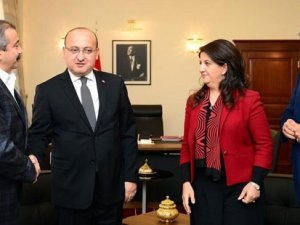 Yalçın Akdoğan: HDP, 'PKK unsurları şehirden çekilsin' çağrısı yapmalı