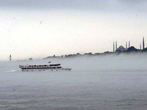 İstanbul'da sis hayatı durdurdu