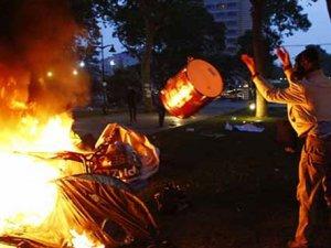 Gezi Parkı'nda çadırlar kendi kendine yanmış
