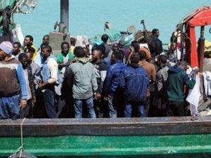Göçmen teknesinde din kavgası: 12 kişi öldü