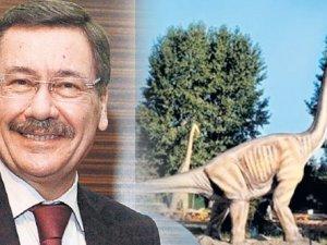 Melih Gökçek dinozordan vazgeçmiyor