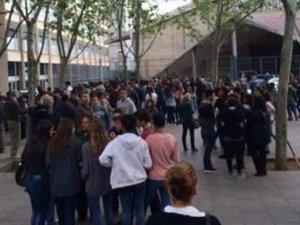 İspanya'da liseye oklu saldırı
