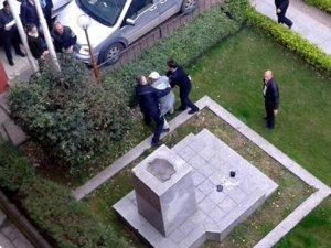Atatürk büstüne baltalı saldırı