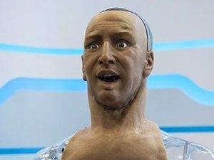 İnsan mimiklerine sahip robot geliştirildi