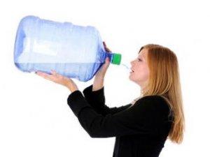 Çok su içmek vücuda zarar veriyor!