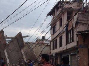 Nepal'de 7.9 büyükliğinde deprem: Çok sayıda ölü ve yaralı var