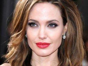Angelina Jolie beni sömürdü