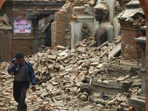 Nepal'i yıkan deprem anı kamerada