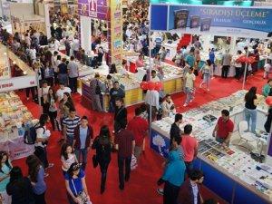 İzmir TÜYAP Kitap Fuarı'na yoğun ilgi