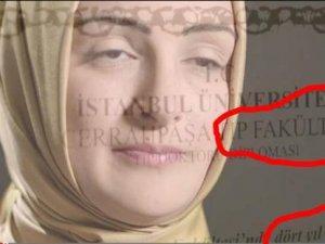AKP'nin reklamındaki Rabia edebiyat diplomasıyla tıp fakültesini bitirmiş!