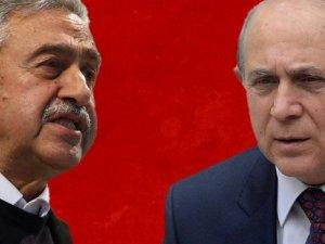"""Mustafa Akıncı'dan Burhan Kuzu'ya """"yamuk"""" cevabı"""