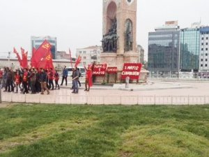 Komünist Partililer Taksim'e girdi, polis müdahale etti