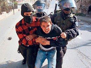 İsrail polisi 7 yaşındaki Filistinli çocuğu gözaltına aldı